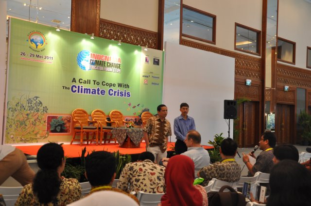 Climate Change - Education Forum and Expo May 2011/ Talk Show At Dnpi Expo - 4