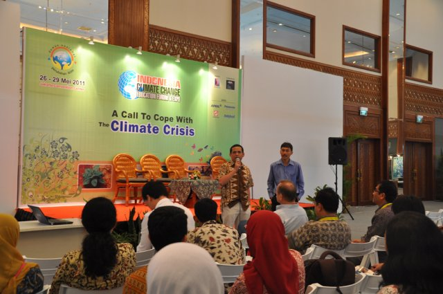 Climate Change - Education Forum and Expo May 2011/ Talk Show At Dnpi Expo - 6