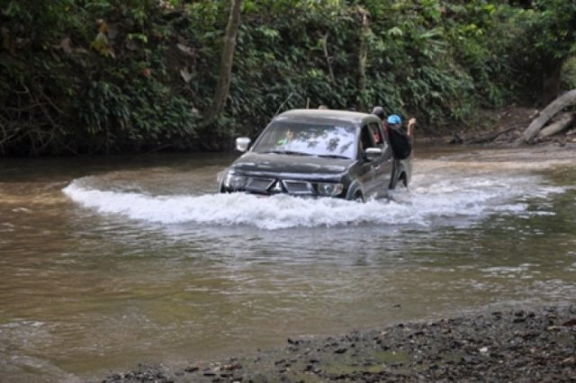 Off road - crossing the Setulang river
